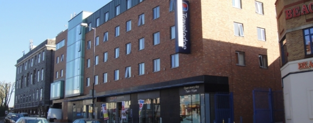london-travelodge-cricklewood-broadway-002